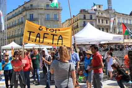 IMG17 05 14 Montpellier banderole stoptafa en marche